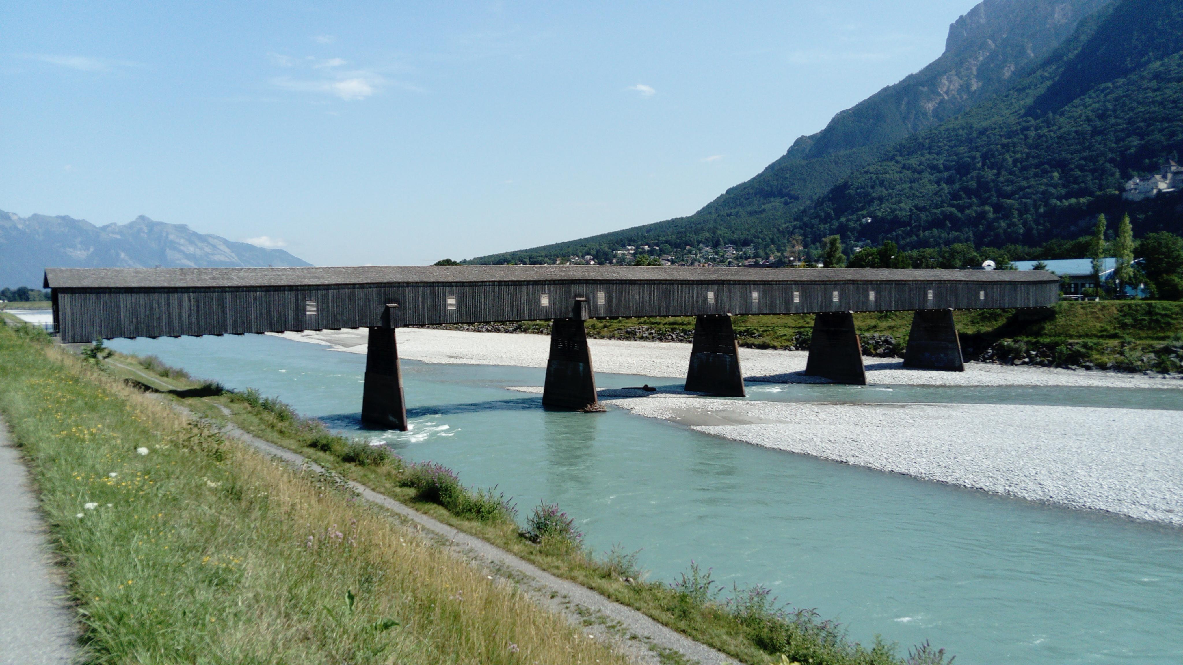 pont menant à Vaduz