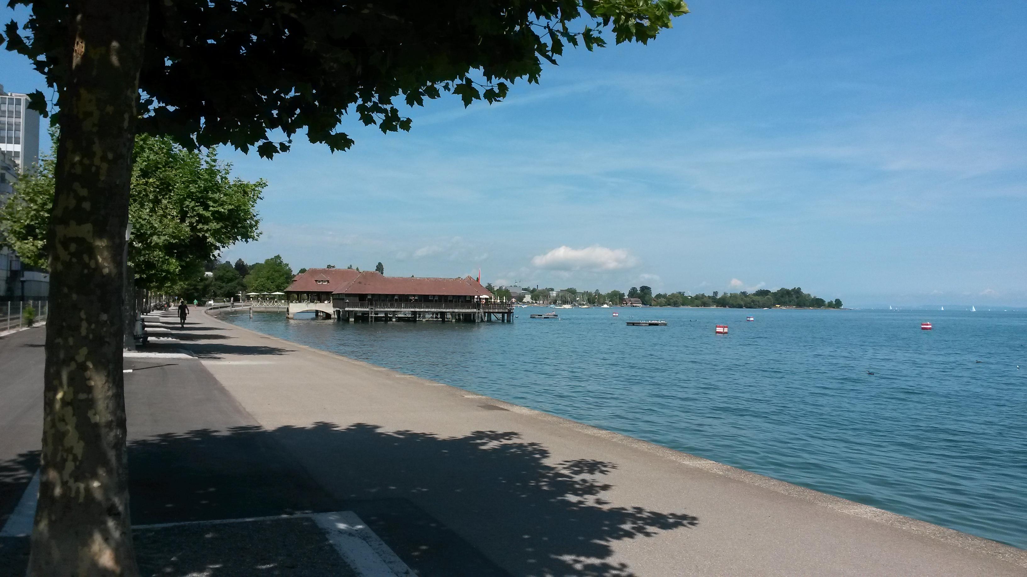 Établissement de bain sur le lac