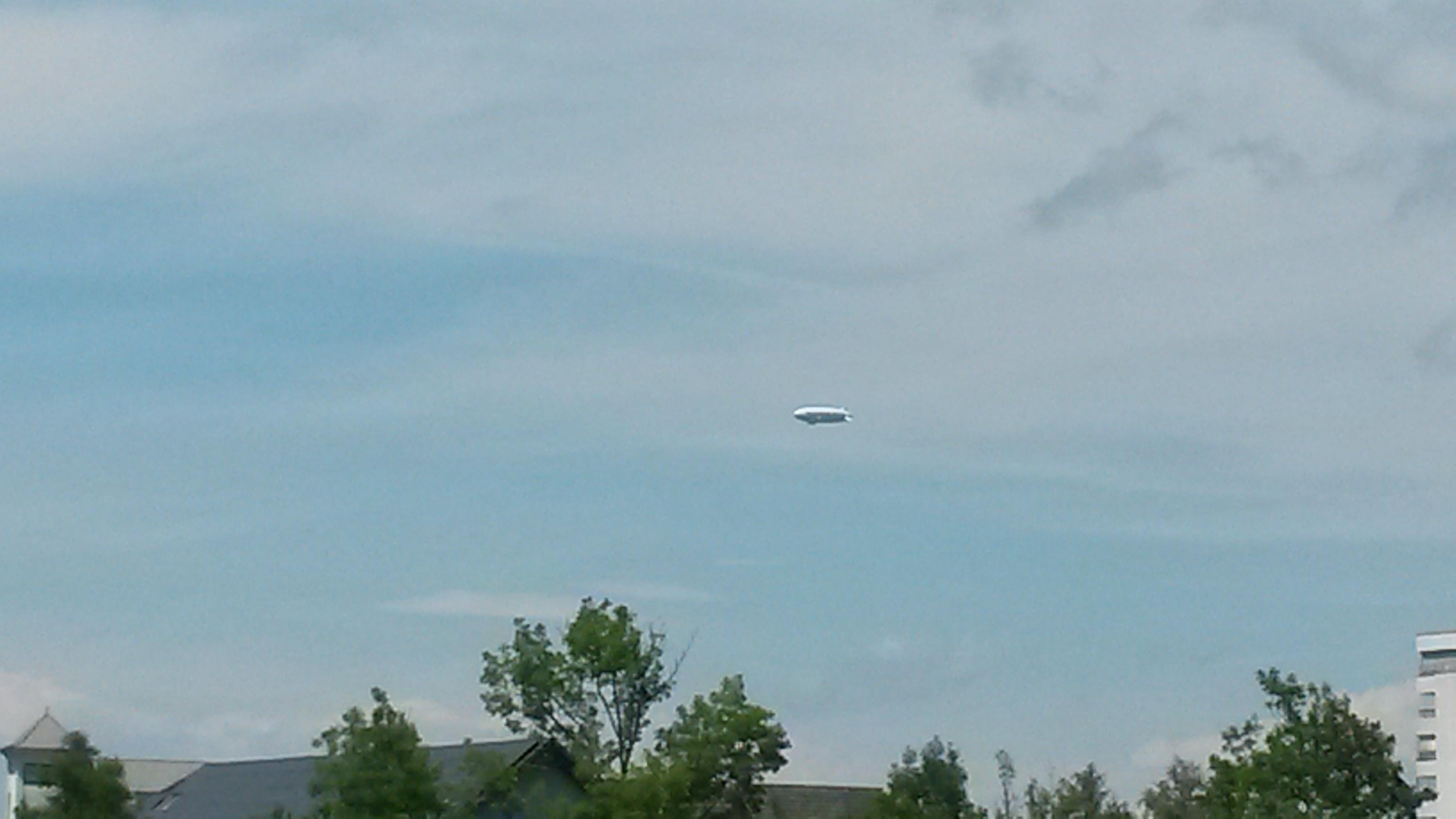 Zeppelin dans le ciel